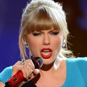 Taylor Swift's Epic Reaction to Justin Bieber & Selena Gomez
